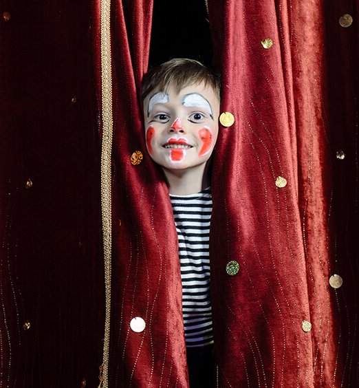 child-acting-curtain